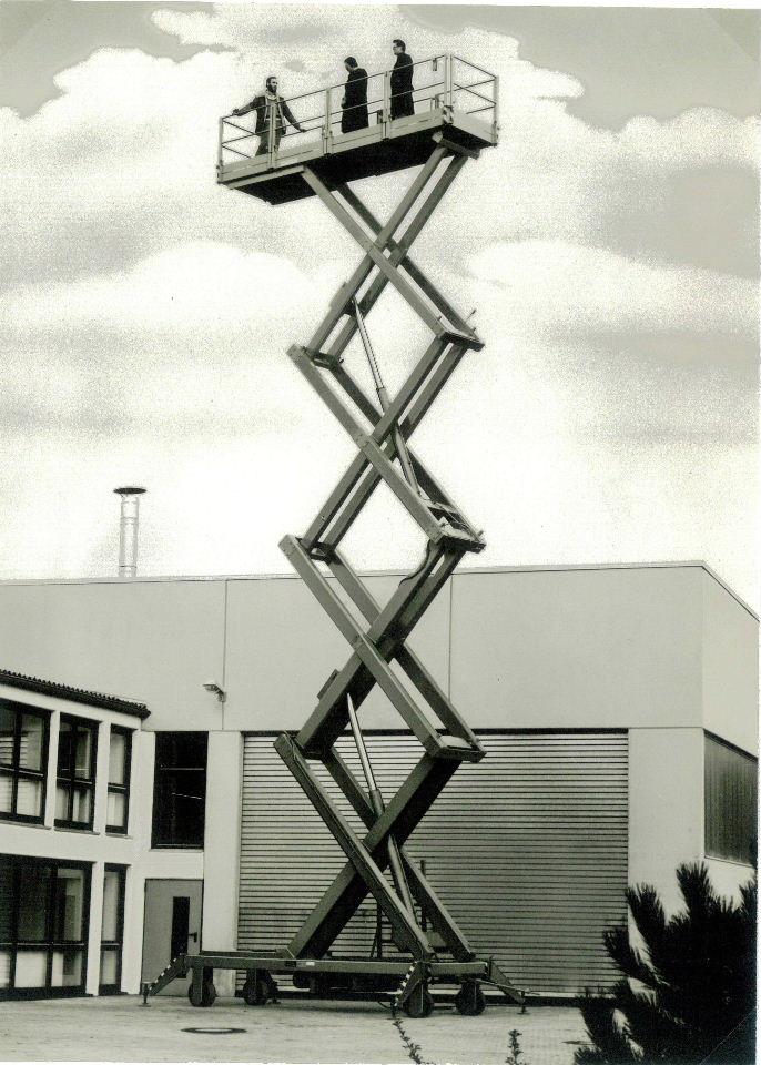 Hubarbeitsbühne 4-fach verfahrbar (Tragf. 1500kg – Hub 11,1m)