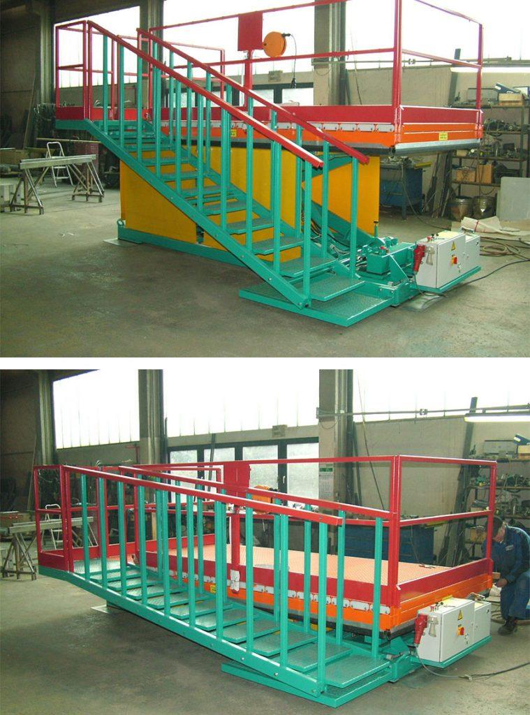 Hubarbeitsbühne mit beweglicher Treppe