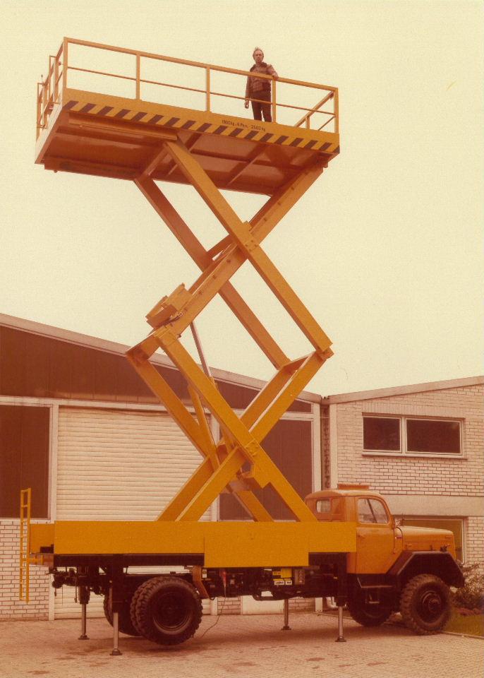 Hubtischbühne (Tragfähigkeit 1500kg)
